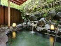 【東館B1・無料貸切露天風呂・「水天宮の湯」まゆみ】山からのやさしい風が心地よく感じられます。