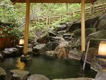 【東館B1・無料貸切露天風呂・「水天宮の湯」しらかば】自然を五感で感じられる癒しの岩風呂です。