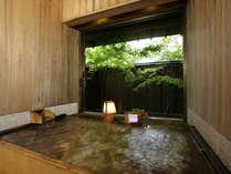 *貸切風呂『二人静』(半露天)ひのきとひば、木のお風呂です。