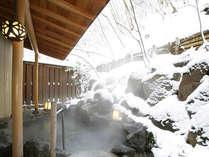 雪景色をながめてのんびり露天風呂