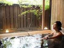 カップルやファミリーのお客様に大人気の貸切半露天風呂『二人静』