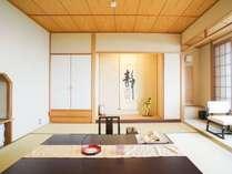 【東館 最上階展望客室(12畳+踏込)】純和風の風情をお楽しみいただけます。