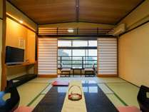 【西館2F・和室12畳】全5室。グループの方など3名以上からのご利用に限らせて頂いています。