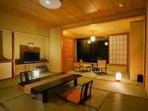【東館 展望客室 足元から広がる大きな窓!(13畳)】純和風の風情をお楽しみいただけます。