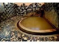 【市川旅館】旅館としては廃業していますが、4月~11月の間「黄金の湯」の外湯としてご利用頂けます。
