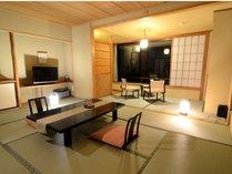 東館 展望客室 足元から広がる大きな窓!(13畳)】純和風の風情をお楽しみいただけます。