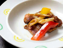 【夕食・焼物】氷温熟成肉のオイスター炒め 熟成牛とは低温で一定の期間貯蔵し、熟成させた肉のことです。