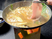 【夕食・鍋物】和豚もちぶたの味噌しゃぶ鍋 もちぶたのとろけるような旨味とコクをご堪能ください。