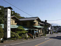 【水沢うどん街】当館より車で6分。「水澤寺」の周辺を発祥とした名物料理で日本三大うどんのひとつです。