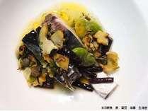 温魚皿一例  蕨 蚕豆 栄螺 生海苔