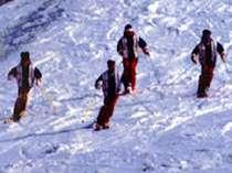 近くには、県内最高の雪の量&パウダースノーが自慢の夏油高原スキー場!!