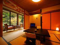 お部屋からも四季が楽しめます。今回は紅葉。和室8畳・広縁スタンダード。