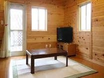 家具調コタツ、32型ハイビジョン液晶テレビを各棟とも完備。