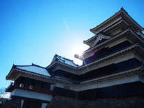 国宝!松本城を散策したら、昭和初期の風情を残す当館でのんびり過ごす。古の風を感じる旅プラン