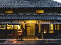 景観重要建造物にも指定される風格ある雰囲気で、日本建築の上質さと美しさを兼ね備えています。