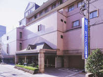 *【外観】長崎駅から徒歩8分。小高い丘に立地する洋館風のおしゃれなホテル