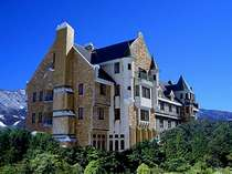 *豊かな自然に包まれ佇む当ホテル。温かなおもてなしでお迎え致します!