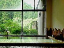 【古代檜風呂】(男性内湯)一滴の水も足していない源泉100%かけ流し。