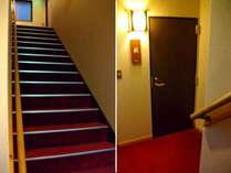 【おまかせ】お部屋の入り口手前に階段が18段あります