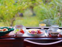 【選べる朝食】朝ごはんは洋食か和食をお1人ずつお選びいただけます。