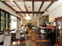お食事は和食事処「四季亭」または洋室「葉月亭」でご案内いたします。