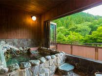 【谷川岳を綺麗に見せるためには1センチにこだわる。思いの詰まった露天風呂付客室】