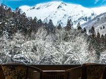 【展望ラウンジ】冬から春にかけて絶景の谷川岳をご覧いただけます