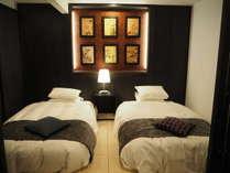【SP】和ベッドルーム(幅110cm×長さ210cm×高さ25cmのセミダブルサイズ2台)