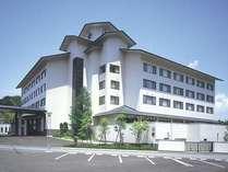 周辺旅館と比較しても一際目立つ、和と洋を融合した近代的な外観