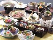 地元老神周辺で収穫される旬の野菜を豪快に使いかつ繊細に仕上げた会席料理。
