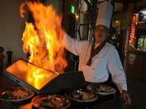 見せます・レストランの電気を消し真っ暗に・フラッペします炎は天井まで燃え上がります。