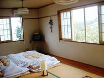 角部屋で明るく、10畳で、広いゲレンデを望む絶景の部屋、冬にはリフトが横にあります