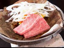 ◇お食事例◇氷見牛の朴葉焼き。