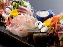 ◆お食事例◆季節の地魚てんこもりの舟盛り