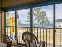 広縁から海が眺められる人気のお部屋(12畳和室)