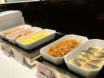 朝食一例♪メニューは日替わりでウインナー、からあげ、焼きそば、スパゲティなどをご用意しております!