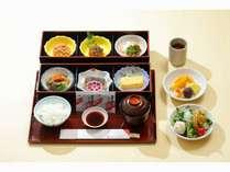 和朝食卵料理 煮物佃煮 納豆 海苔ご飯 味噌汁