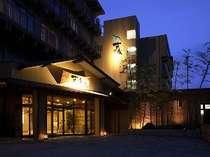 ホテル夜の全景