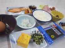 *【朝食一例】ごはん、焼き魚、卵焼き、のり…定番の和朝食を食堂にてご用意いたします。