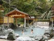 森に囲まれた自然あふれる露天風呂