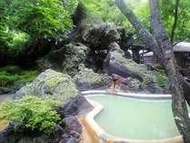 美人の湯が自慢のどんどこ湯の庭園露天風呂