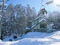 スキー場までそのまま滑って行ける。 好ロケーション
