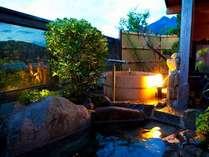 田園風景と由布岳を一望できる樽風呂と岩風呂
