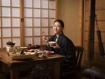 個室食事処/囲炉裏に風情を感じる食事処で会席料理を堪能