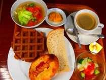 名店「コムシノワ」の一日が美味くいく朝食セット!自家製ジャムと食パン・ワッフルとの相性がいい!