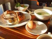 名店「コムシノワ」の一日が美味くいく朝食セット!