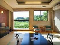2016リニューアルの客室。 窓からは懐かしい里山の四季が臨める