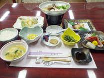 *【夕食例】旬の味覚をお楽しみ頂ける内容となっております。