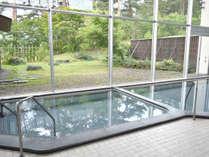*【大浴場】一面ガラス張りのお風呂は開放感を感じられます。
