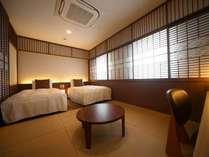 夏目漱石旧居跡に建つ当館自慢の畳の漱石ルーム♪ご家族ご友人との滞在に最適♪お布団追加で最大4名様まで